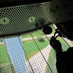 Fledermaus-Monitoring an Windenergieanlagen - Installation der Geräte zur Gondelüberwachung, um Fledermausrufe in der Höhe aufzuzeichnen