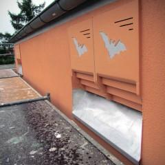 Fledermausquartiere in der Fassade eines sanierten Gebäudes